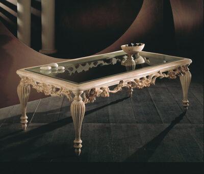 tavolino in legno intaliato